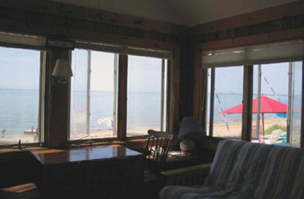 Beachfront 1 bedroom cottage.